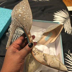 Betsy Johnson dress shoes